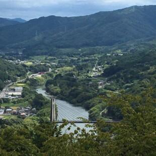 寺山山頂(標高201m)平和の鐘があります。